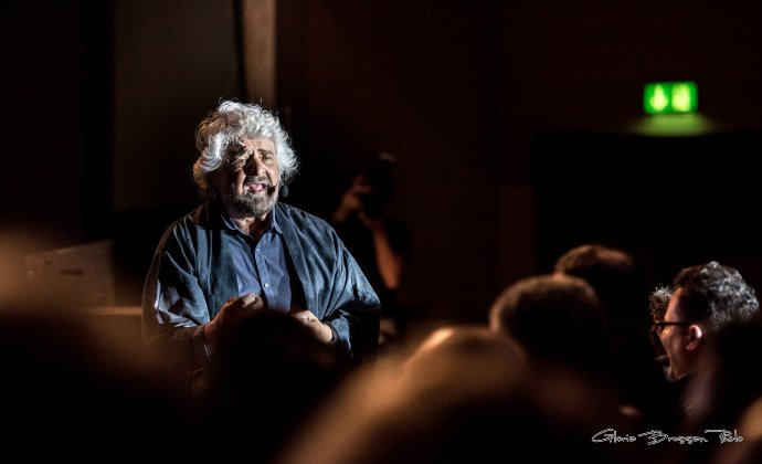 Beppe Grillo- insonnia- volkshaus- zurigo- gloria bressan-movimento